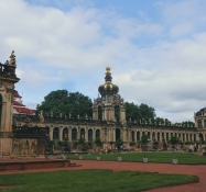Itʹs a representative festival area outside the palace in baroque style with gardens