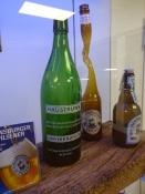I den grønne flaske fik medarbejderne udskænket øl/The green bottle is for beer to the employees