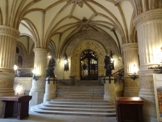 Fra den flotte gamle rådhushal/In the beautiful old stairway hall of the city hall