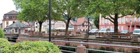 Erbach, Blick über die Mümling auf den Markt