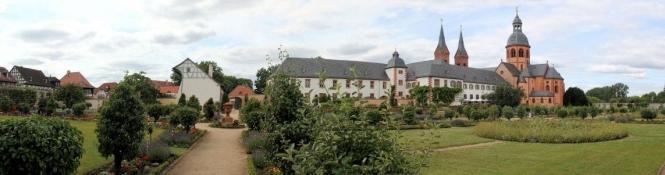 Seligenstadt, Konventgarten der Klosteranlage