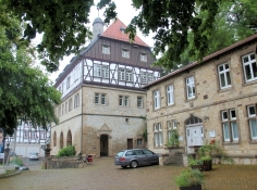 Warburg, Rathaus zwischen den Städten