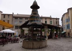 Anduze: Pagoden Brunnen