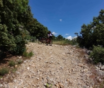 vom Sender nach Saint-Jean-du-Pin (sehr Steil)