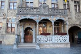 Veurne, Eingang zum Rathaus