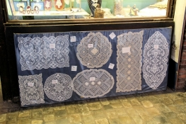 Bruges, sale of bobbin lace