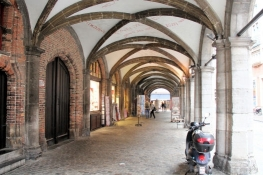 Bruges, Stadshallen