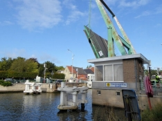 Steenbrugge, bascule bridge across the canal