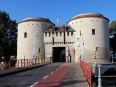 Bruges, city gate (Kruispoort)