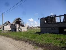 Ødelagte huse i landsbyen Rybatjij, uvist hvorfor/Derelict houses in the village of Rybachiy. Why?