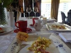 Dertil lækker morgenmad og venlig betjening/Along with a delicious breakfast, kindly served