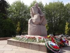 Blomster til ære for marskal Vasilevskij på Sejrsdagen/Flowers in honour of marshal Vasilevskiy