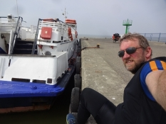 Venter på ʺAnitaʺs afgang på kajen i Frombork/Waiting for ʺAnitaʺ to depart on the Frombork quay