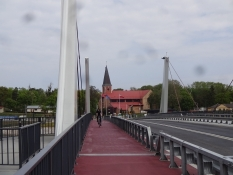 Cykelsti på selve broen/A bike lane on the bridge across the Dead Wisla