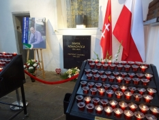 Den myrdede borgmester Adamowicz mindes og æres i kirken/The murdered mayor Adamowicz is honoured