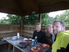 Hjemmelavet aftensmad i picnichytten/Self cooked dinner in the picnic hut