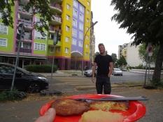 Frokost på vejen - kartoffelpandekager og æblemos/Lunch on the go - potato pancakes with apple sauce