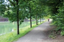 Schattige Wegführung am Rhein-Herne-Kanal