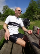 Og her Michael i sin strikkede Campagnolo-retrotrøje/And here Michael in his retro style bike jumper