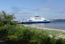 Færgen ʺBittenʺ sejlede os over Als fjord/The ferry ʺBittenʺ took us across Als inlet