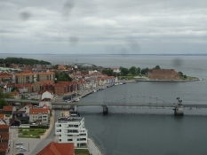Fra den vinkel har vi aldrig set vores hjemby før/A view of our native town weʹve never seen before