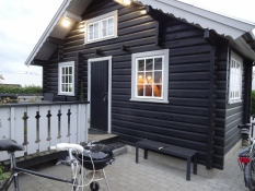 I denne hytte på Madeskov camping sov vi/Our accommodation at Madeskov camping was this cottage