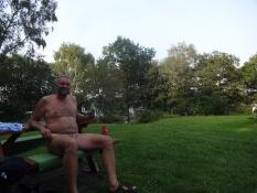 I Vedsølejren nydes livet bedst i adamskostume/At the Vedsoe camp lifeʹs enjoyed in birthday suit