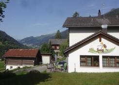 Gemütliches Campen ohne Aufregung in den Schweizer Alpen