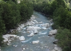 Hier ist der Rhein noch ein Wildwasserbach und noch kein großer Strom