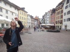 Der Platz Arcas in der Altstadt von Chur hat viele schöne Steinhäuser