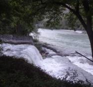 Die Mündung des Flüsschens Plessur in den Rhein hat einen kleinen Wasserfall