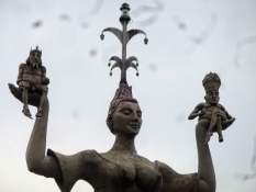 The statue ʺImperiaʺ at the harbour depicts a whore, who mocks the emperor (l.) and the pope (r.)
