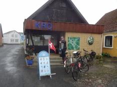Im Dorfkrug von Ommel suchten wir Schutz vorm Regen