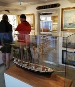 Wir sahen viele schöne Schiffsmodelle und eine Menge Ölbilder mit Schiffen drauf