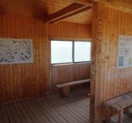 In der Vogelbeobachtungshütte erhält man eine kurze Beschreibung der Vögel vor Ort