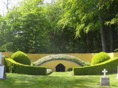 Der berühmte Dänische Psalmdichter Grundtvig ruht in einer Grabstätte nahe der Kleinstadt Köge