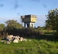 Der Aussichtsturm war früher ein Radarturm einer ehemaligen Flugabwehrraketen-Basis