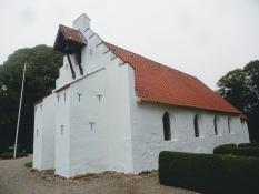 Die winzige Kirche in Hvilsted hat keinen Turm, aber doch eine Glocke