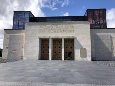 Der Eingang zum Museum zum Andenken an die Schlacht um Verdun 1916