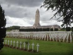 Das Beinhaus und der Friedhof von Douaumont sind Symbole des Wahnsinns des Krieges