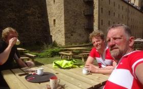 Der Besuch der Festung verlangte eine anschließende Tasse Kaffee im Hof