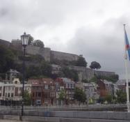 Blick zur Festung von Namur von der Jambes Brücke aus