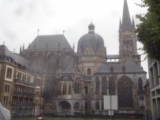 Wir besuchten den weltberühmten Dom, dessen älteste Mauern aus karolingischer Zeit stammen