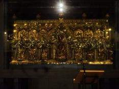 Der Karlsschrein aus den 1260ʹern enthält die Gebeine Karls des Großen
