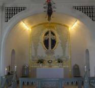 Ein Blick in die klassizistische Kirche von Hellebäk