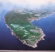 Dies ist eine Luftaufnahme von Kullen außerhalb des Besucherzentrums Naturum
