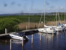 Sportboote in einem kleinen Hafen nahe Ängelholm