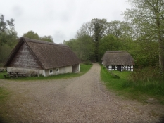 Die Örnbjerg Mühle ist eine kleine Wassermühle weit draußen in der Hügellandschaft von Mols