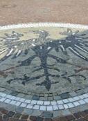 Wappen von Harburg im Pflaster des Marktplatzes