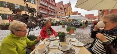 Dinkelsbühl, Stärkung im Café